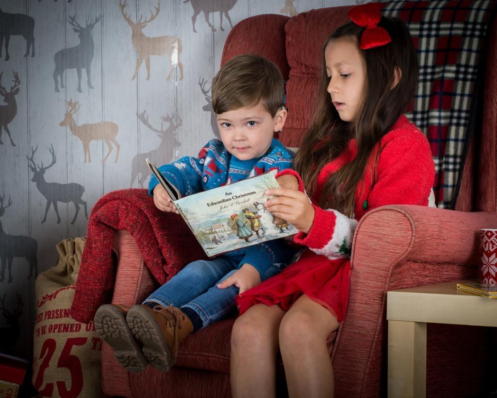 Kinder lieben Bücher zu Weihnachten